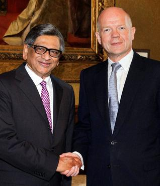 SM Krishna and William Hague
