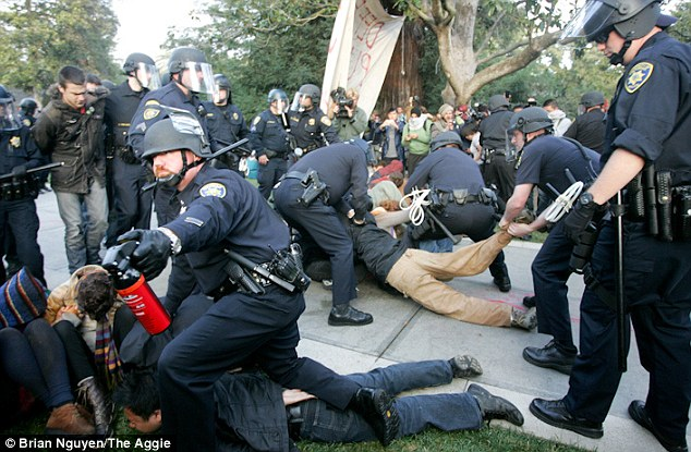 Pepper_spray_police
